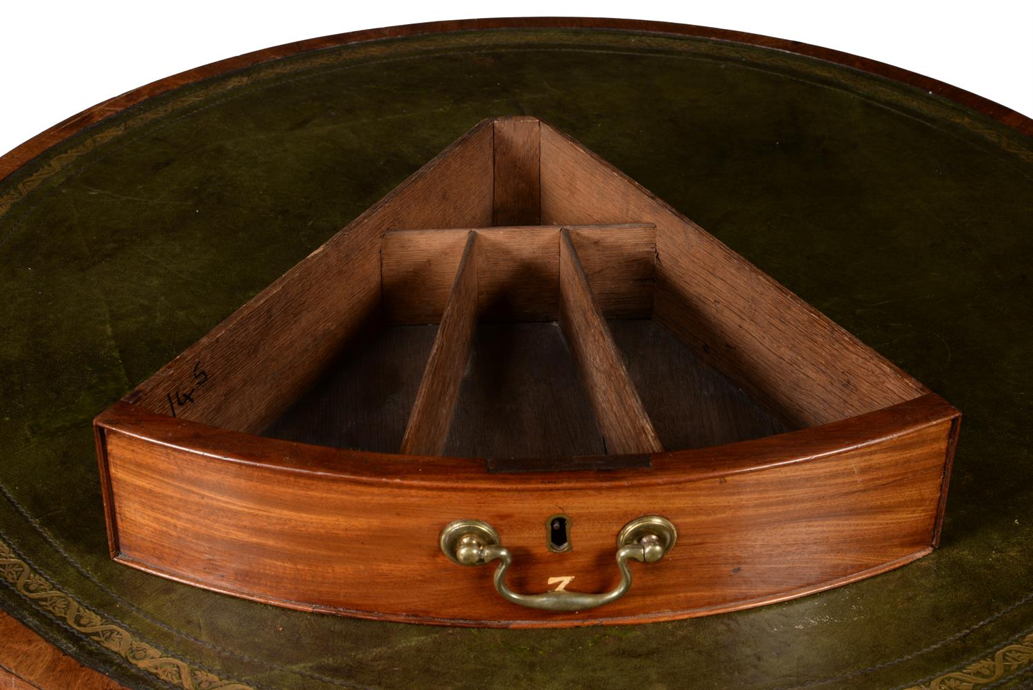 A GEORGE III MAHOGANY LIBRARY OR RENT TABLE, CIRCA 1780 - Image 4 of 7