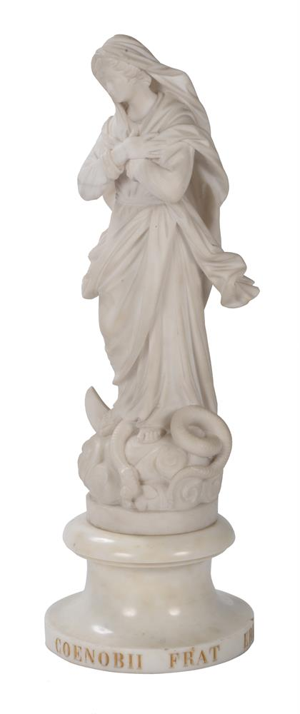AN ITALIAN CARVED MARBLE FIGURE 'OUR LADY OF LOURDES', EARLY 19TH CENTURY - Image 5 of 6