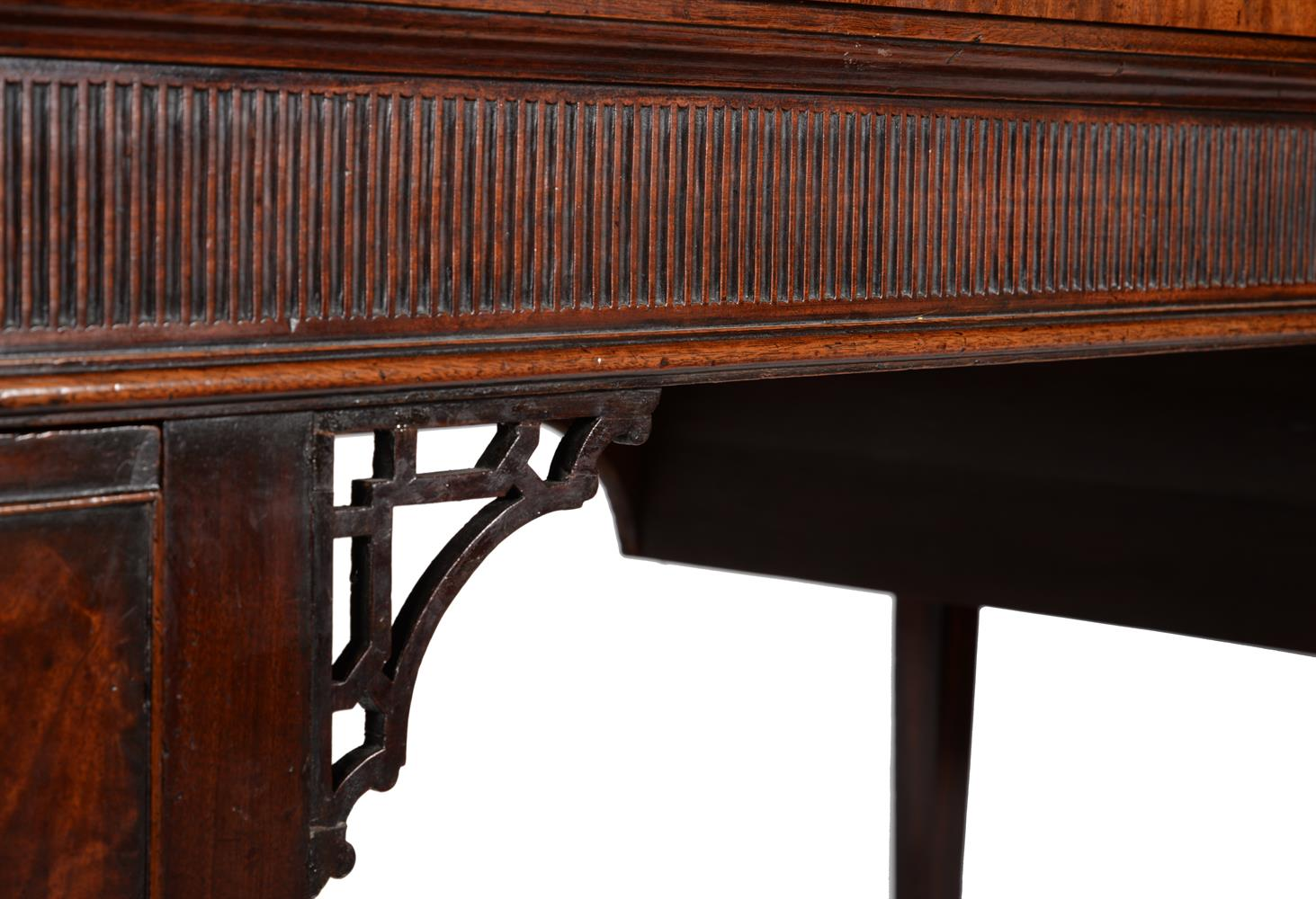 A GEORGE III MAHOGANY SERVING TABLE, CIRCA 1790 - Image 3 of 6