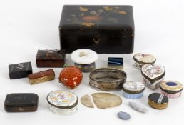 Y A collection of assorted small boxes to include a late 18th century continental silver oval box