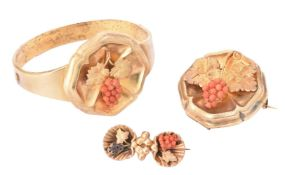 Y A Victorian coral and gold bangle and brooch suite