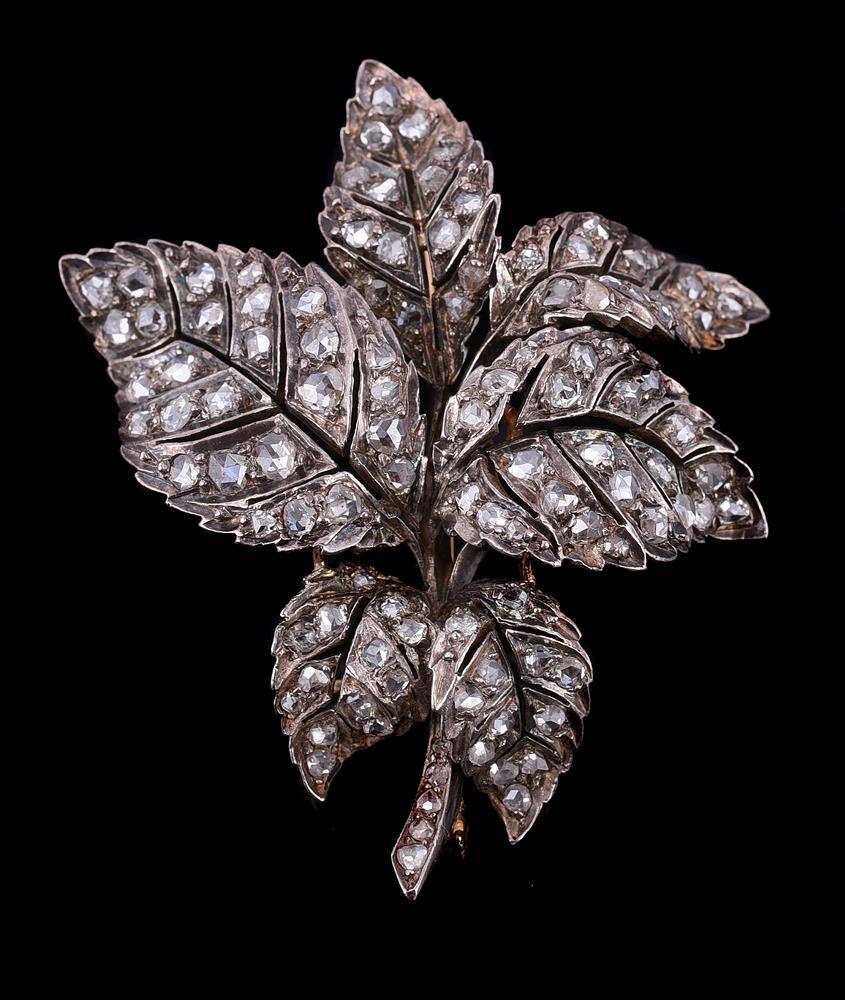 A diamond leaf brooch/pendant