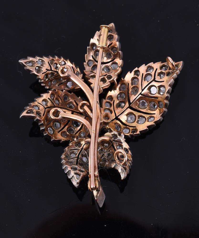 A diamond leaf brooch/pendant - Image 2 of 2