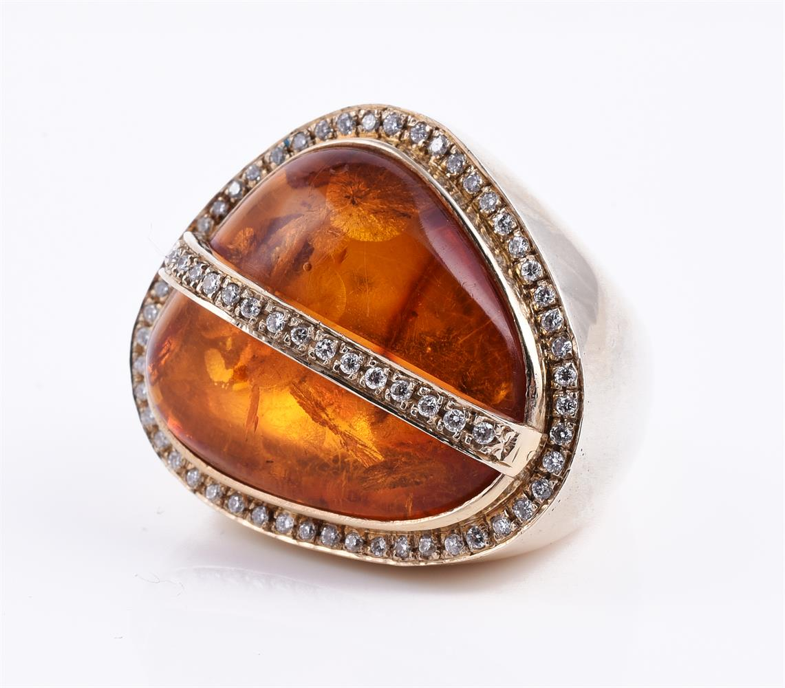 A diamond and pressed amber dress ring - Image 2 of 2