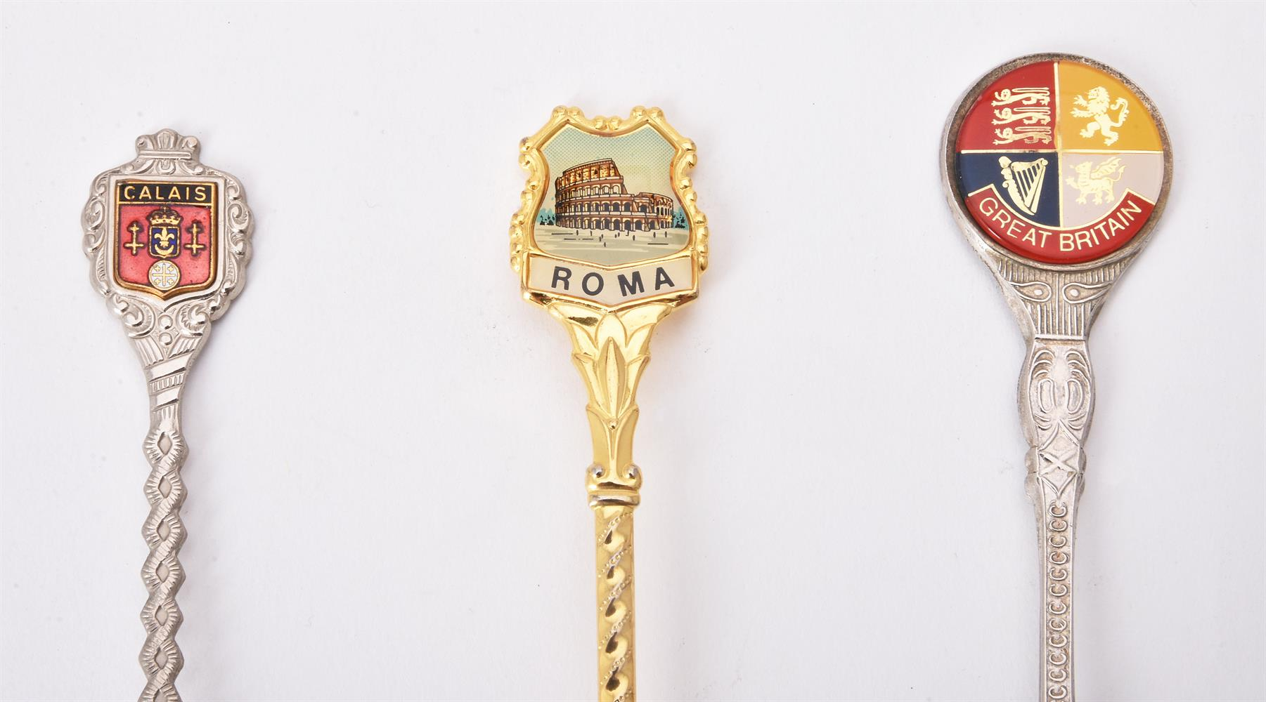 A collection of electro-plated souvenir spoons and other items - Image 4 of 4