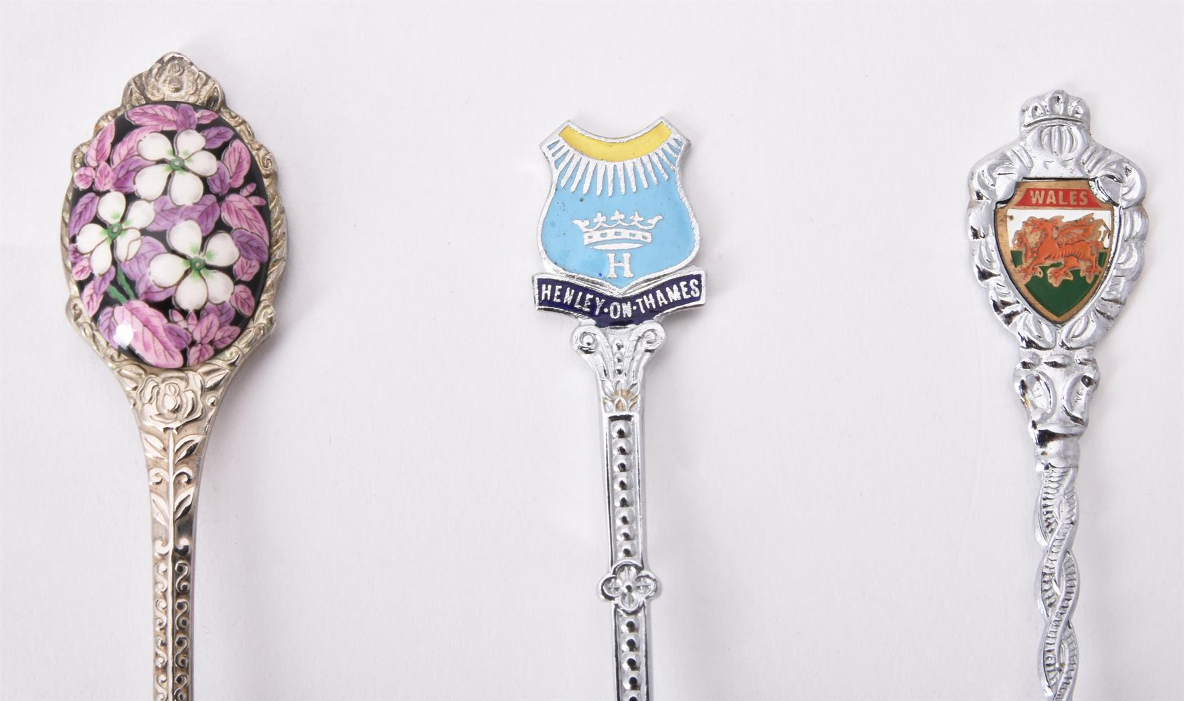 A collection of electro-plated souvenir spoons and other items - Image 2 of 4