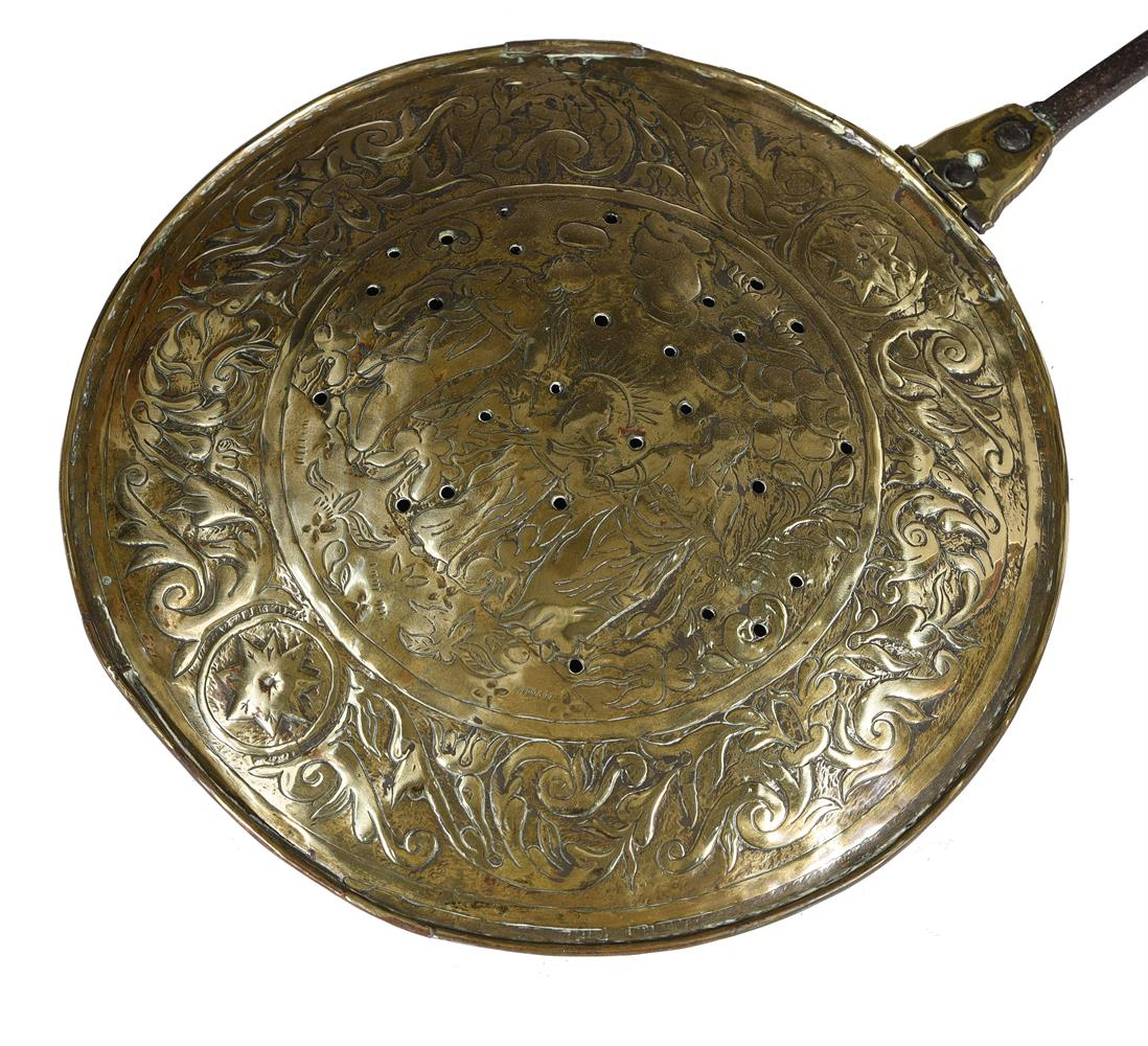 A brass and iron bed warming pan - Image 3 of 3