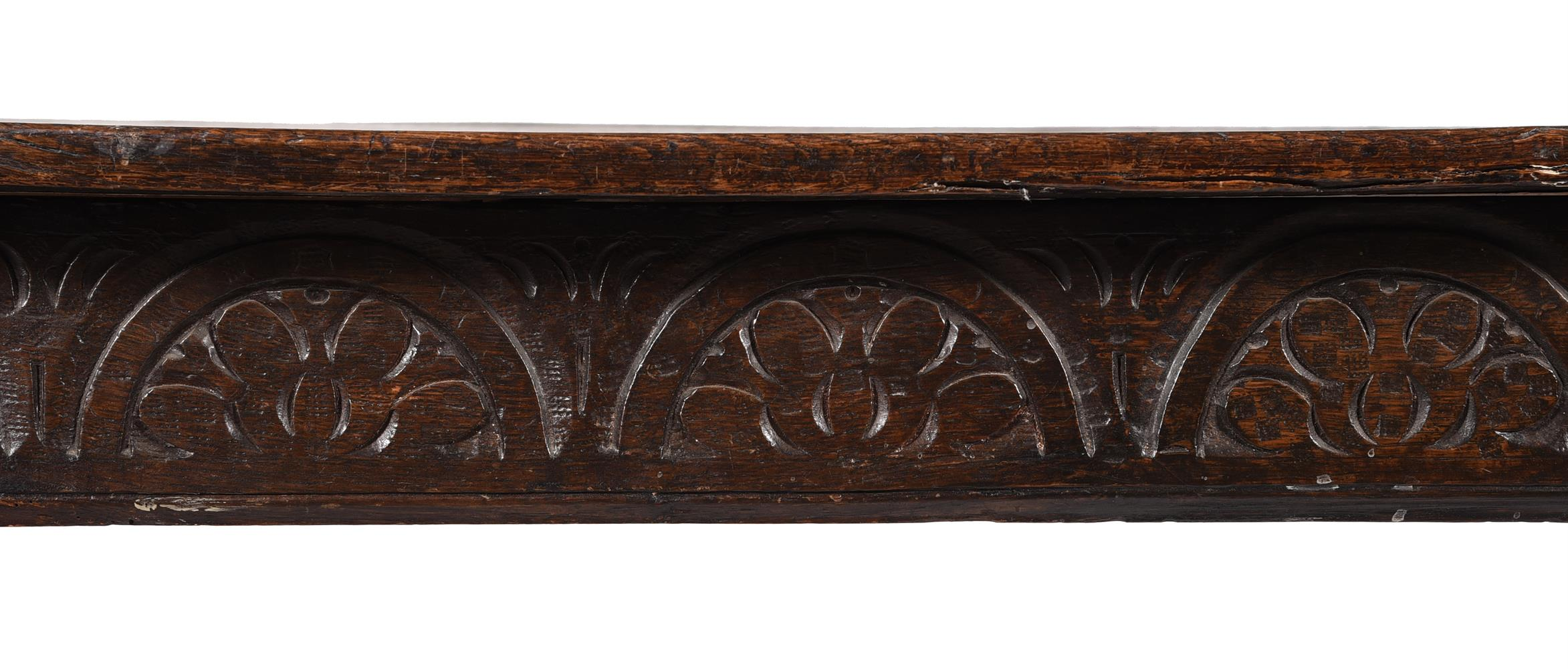 An oak refectory table - Image 3 of 3