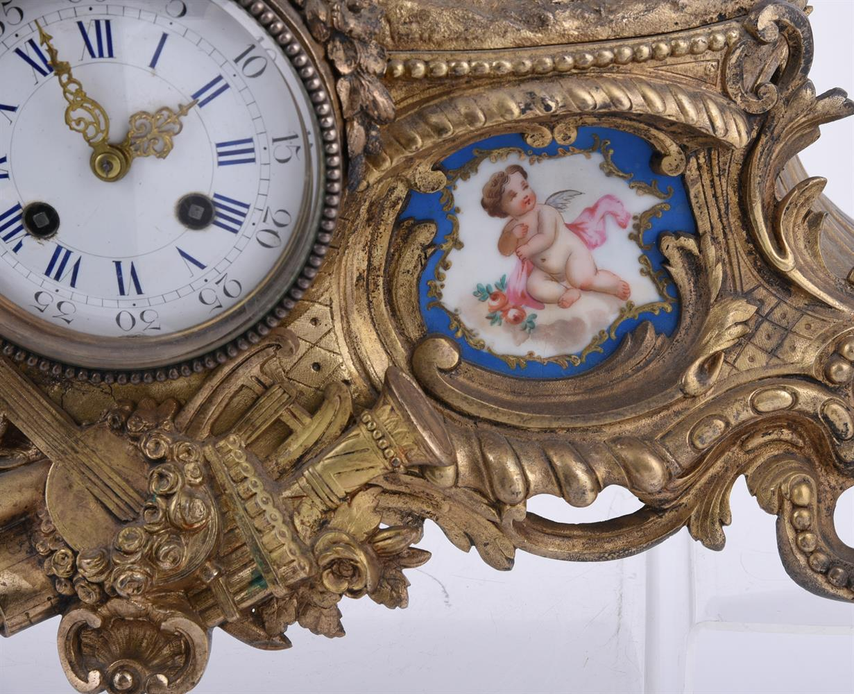 A French giltmetal and Sevres-style porcelain inset mantel clock - Image 4 of 4