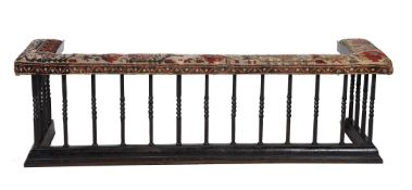 A VICTORIAN CAST IRON CLUB FENDER, LATE 19TH/EARLY 20TH CENTURY