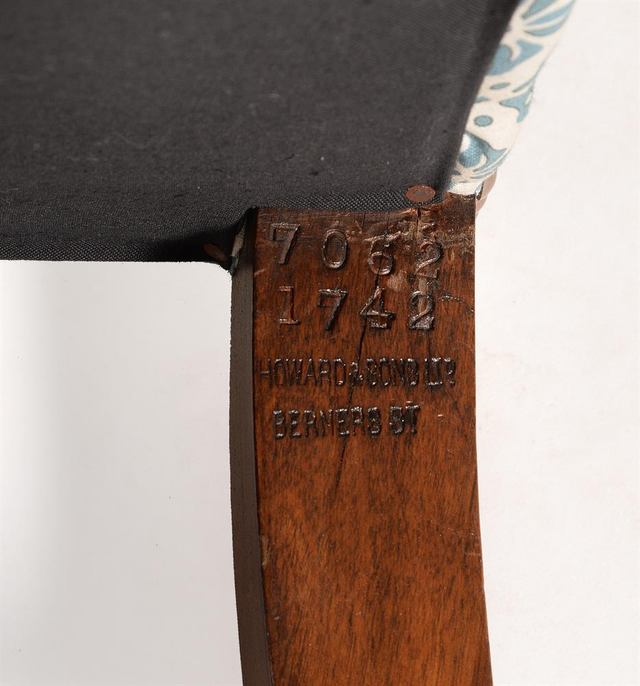 AN EDWARDIAN OAK, SIMULATED OAK AND UPHOLSTERED WING ARMCHAIR, EARLY 20TH CENTURY - Image 2 of 6