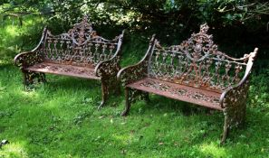 A PAIR OF SMALL CAST IRON BENCHES, LATE 20TH/EARLY 21ST CENTURY