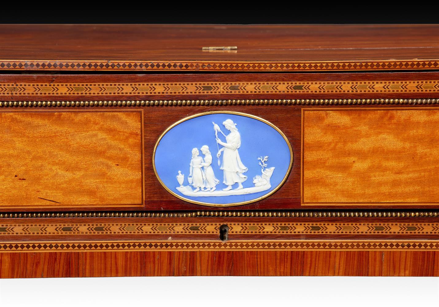 Y† AN ENGLISH SQUARE PIANO, CIRCA 1795 - Image 3 of 10