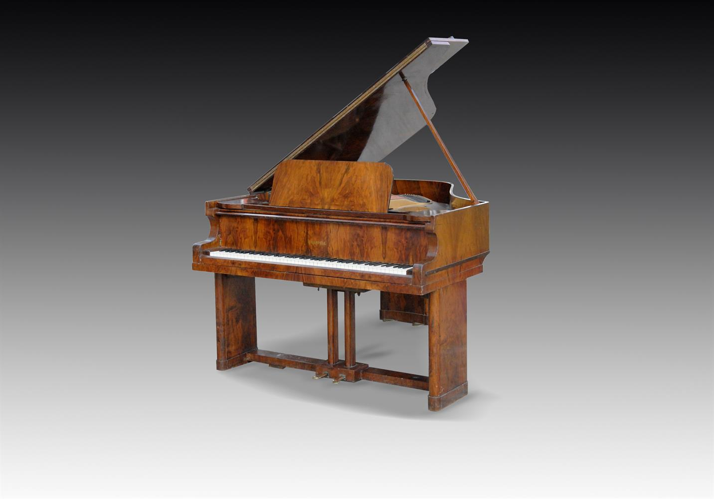 † CHAPPELL; A 6' 2'' GRAND PIANO FROM THE MAURETANIA 2, NUMBER 83215, 1948