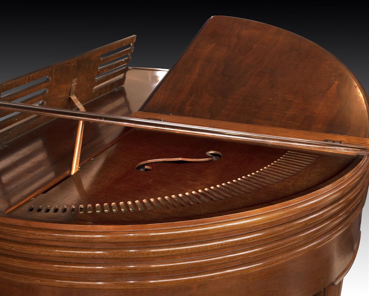 † WURLITZER, CINCINNATI; A 4'1'' BUTTERFLY GRAND PIANO, CIRCA 1937 - Image 5 of 7