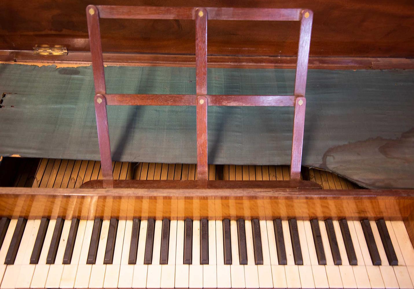 Y† AN ENGLISH SQUARE PIANO, CIRCA 1795 - Image 6 of 10