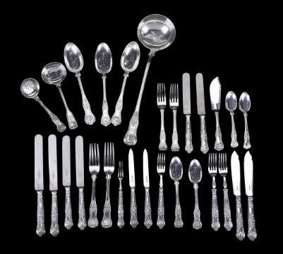 A MATCHED SILVER KINGS' PATTERN PART TABLE SERVICE