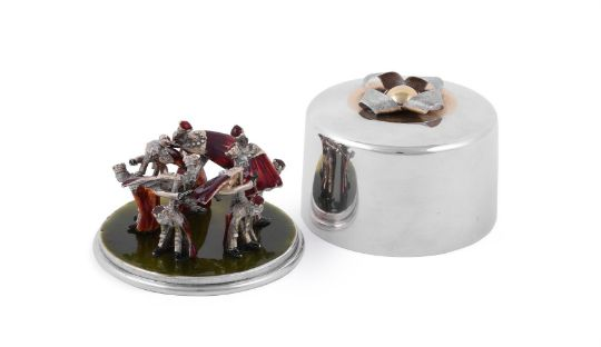 A CASED LIMITED EDITION SILVER CIRCULAR SURPRISE BOX BY STUART DEVLIN