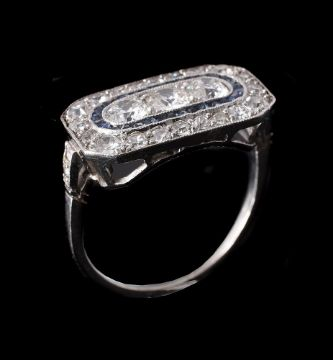 AN ART DECO DIAMOND AND SAPPHIRE PANEL RING