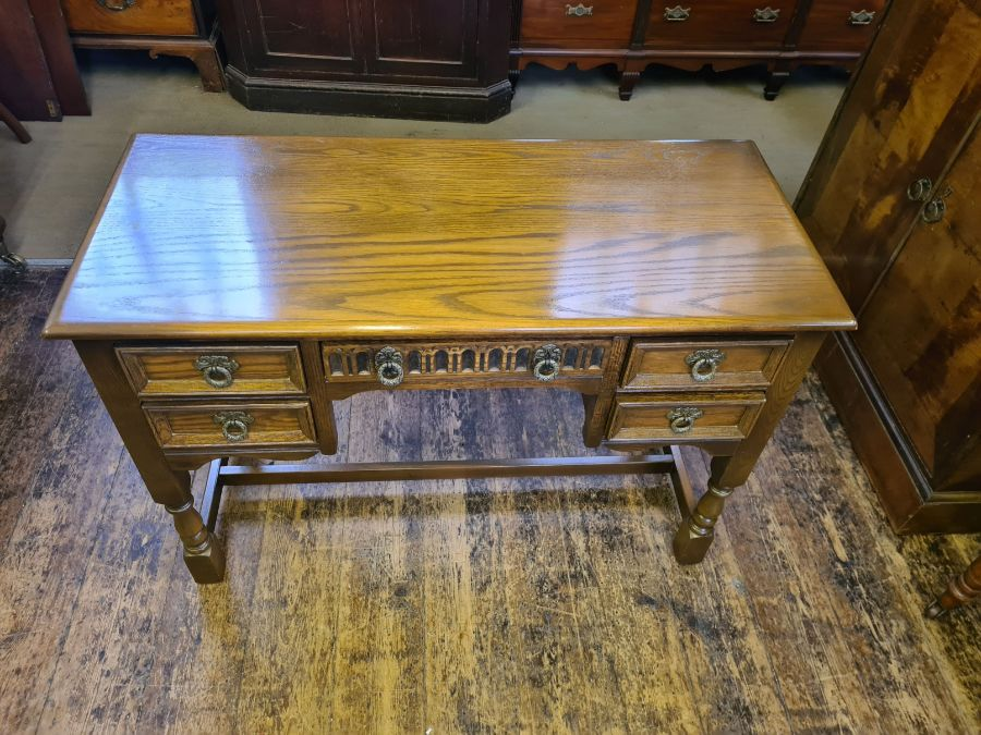 Old Charm bedroom chest and matching kneehole dresser/desk together with matching table mirror - Image 6 of 6
