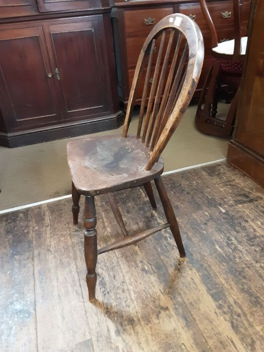 An elm and ash kitchen Windsor chair. - Image 4 of 4