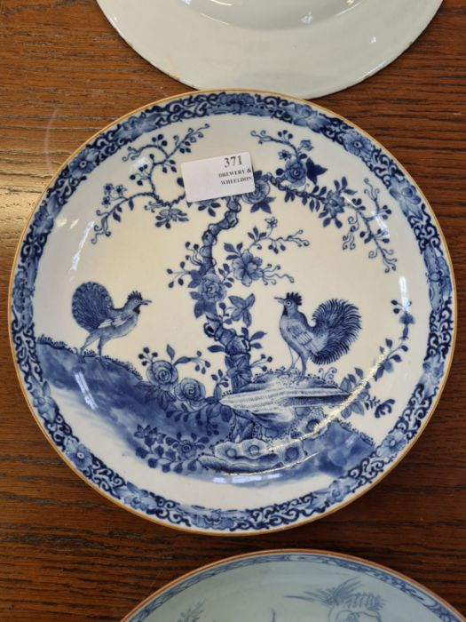 5 x 18th century and later tin glazed and porcelain plates and dishes. - Image 8 of 11