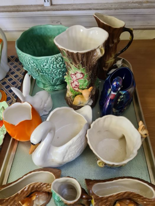 2 trays of 1930's decorative pottery and porcelain to include Shelley teapot and water jug, Myott - Image 4 of 5