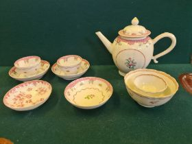 Chinese export porcelain teapot, tea bowls and saucers and similar porcelain.