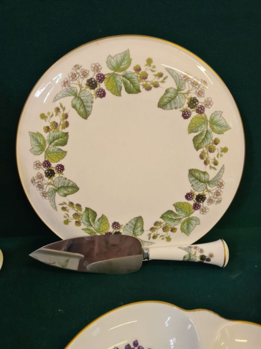 An Aynsley floral pattern china vase, assorted Royal Worcester Evesham pattern table wares and a - Image 2 of 4