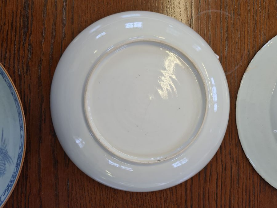 5 x 18th century and later tin glazed and porcelain plates and dishes. - Image 9 of 11
