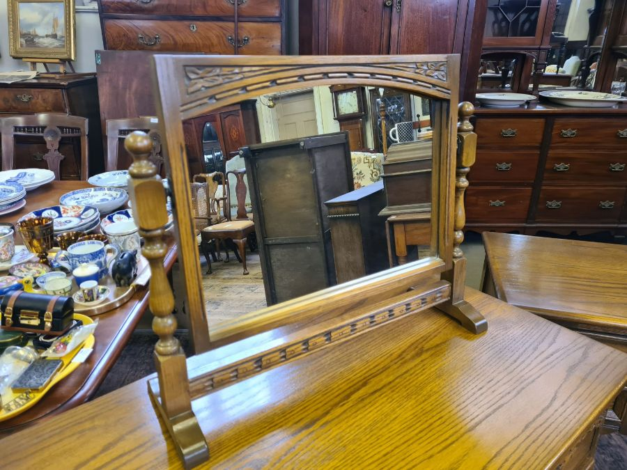 Old Charm bedroom chest and matching kneehole dresser/desk together with matching table mirror - Image 3 of 6