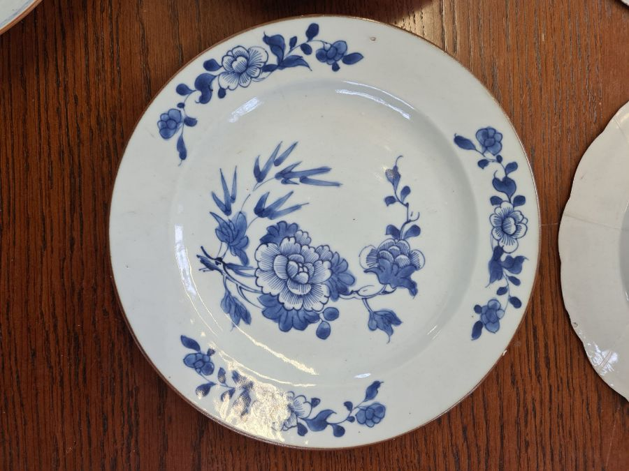5 x 18th century and later tin glazed and porcelain plates and dishes. - Image 6 of 11