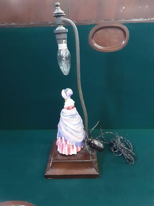 1950's crinoline lady table lamp on mahogany base with bakelite switch. - Image 3 of 3
