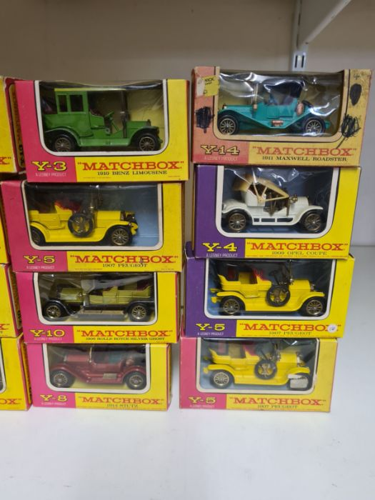 Tray lot of vintage Matchbox cars. - Image 3 of 4