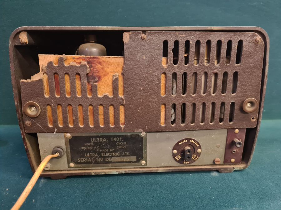 1940's Ultra T401 bakelite cased valve radio. - Image 3 of 3