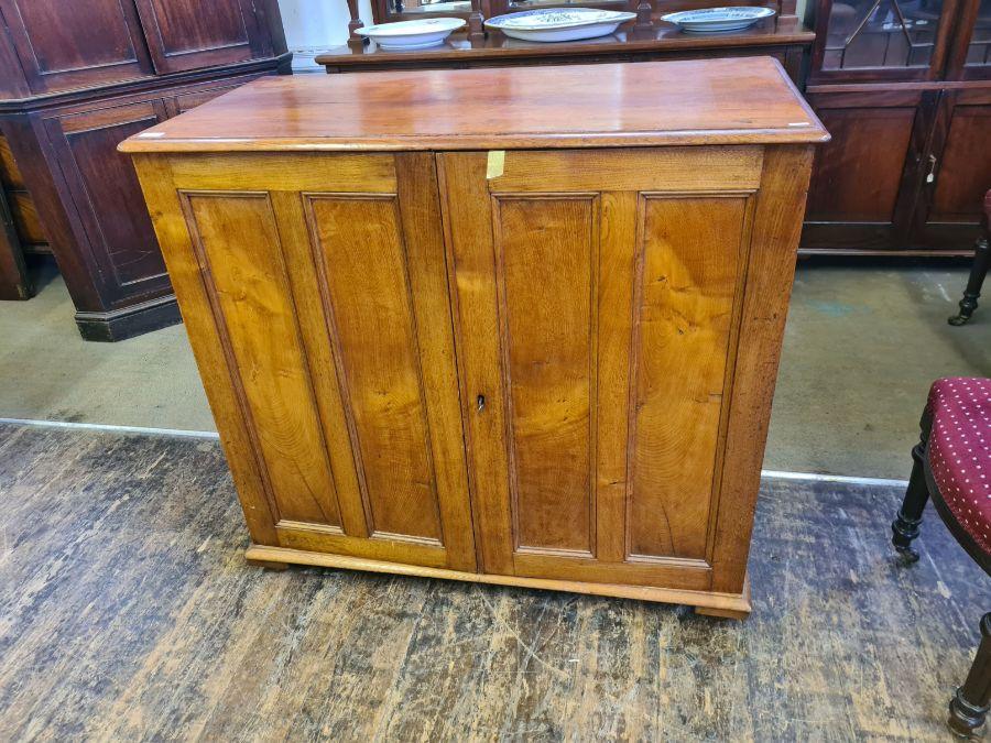 An oak 2 door linen press with 4 slider drawers, 110cm wide x 103cm tall. - Image 3 of 3