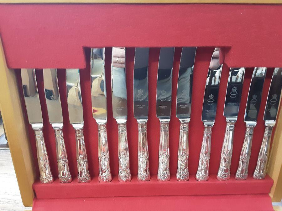 Teak canteen 44 piece Sheffield Kings pattern cutlery set. - Image 3 of 4