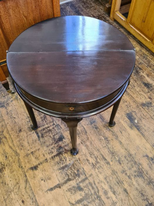Small Georgian half round foldover gate leg occasional table with storage compartment on Queen Ann - Image 2 of 4