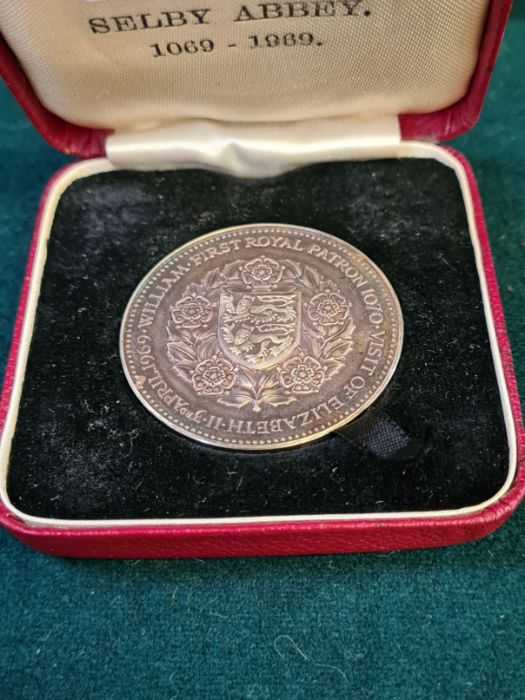 1969 900th anniversary of Selby Abbey silver medallion, numbered on the rim 353, 38mm diameter,
