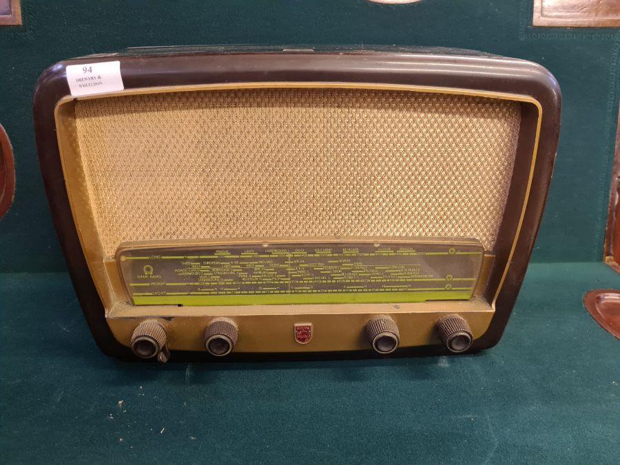 1950's Philips 341A bakelite cased valve radio.