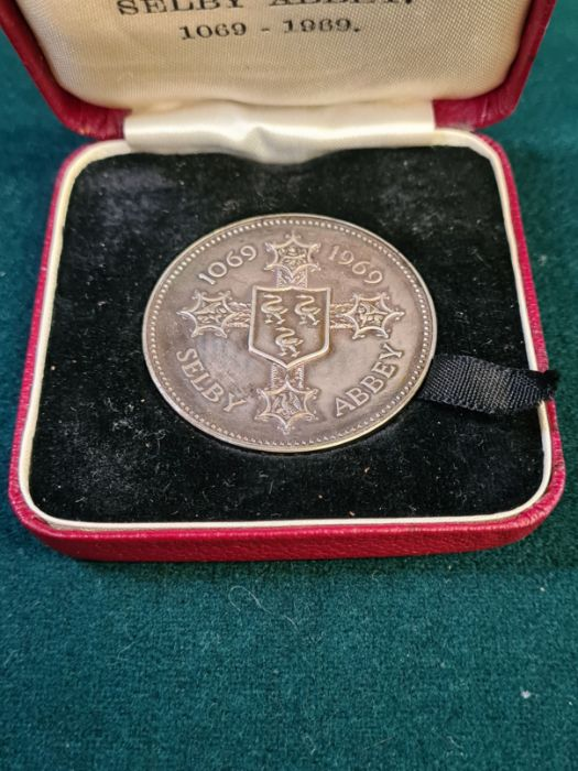 1969 900th anniversary of Selby Abbey silver medallion, numbered on the rim 353, 38mm diameter, - Image 2 of 2