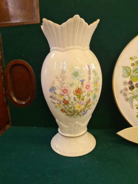 An Aynsley floral pattern china vase, assorted Royal Worcester Evesham pattern table wares and a - Image 4 of 4