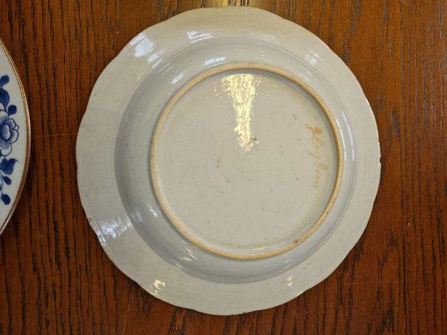 5 x 18th century and later tin glazed and porcelain plates and dishes. - Image 3 of 11
