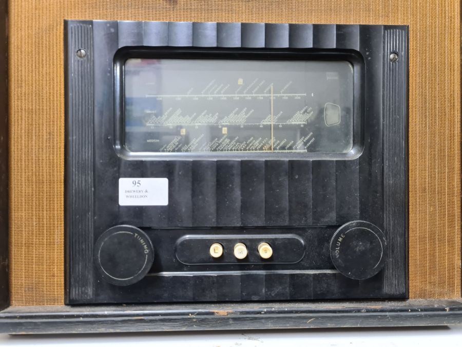 Vintage Murphy type A90 radio receiver in heavy wooden case with bakelite trim. - Image 2 of 5