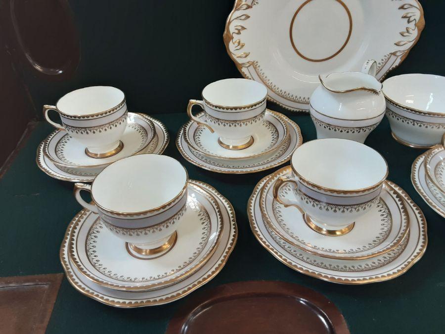 Salisbury bone china 6 piece lilac gilt teaset comprising 22 pieces. - Image 2 of 5
