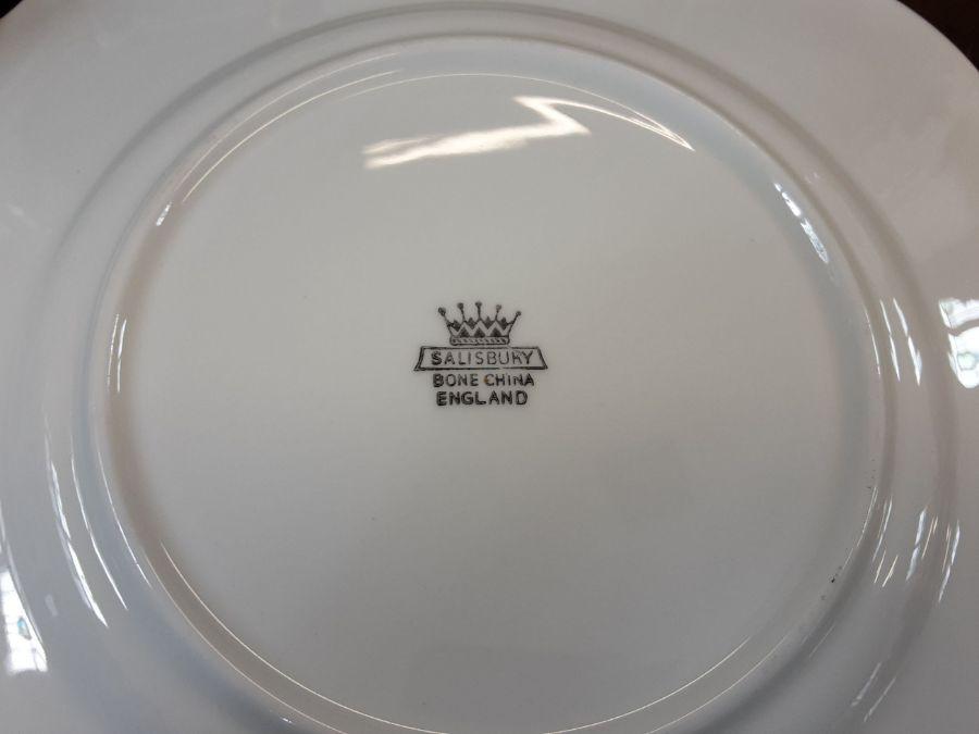 Salisbury bone china 6 piece lilac gilt teaset comprising 22 pieces. - Image 5 of 5