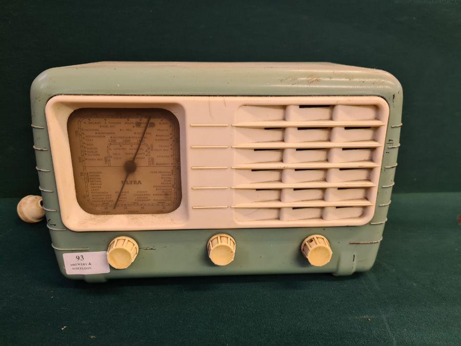 1940's Ultra T401 bakelite cased valve radio.