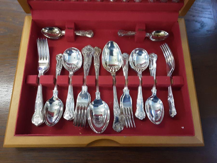 Teak canteen 44 piece Sheffield Kings pattern cutlery set. - Image 2 of 4