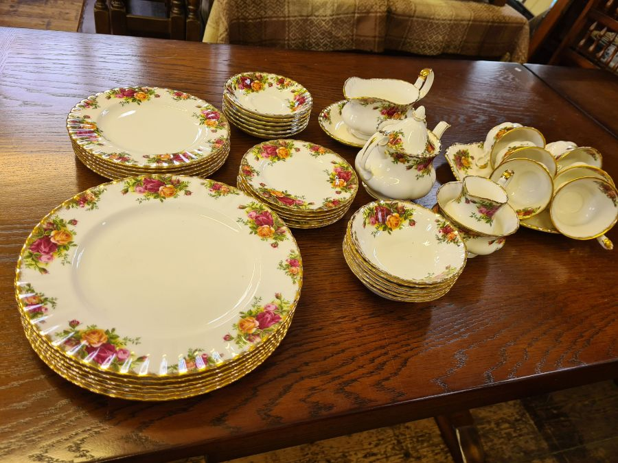 Royal Albert Old Country Roses 6 place dinner and tea service comprising 6 dinner plates, 6 side - Image 3 of 3