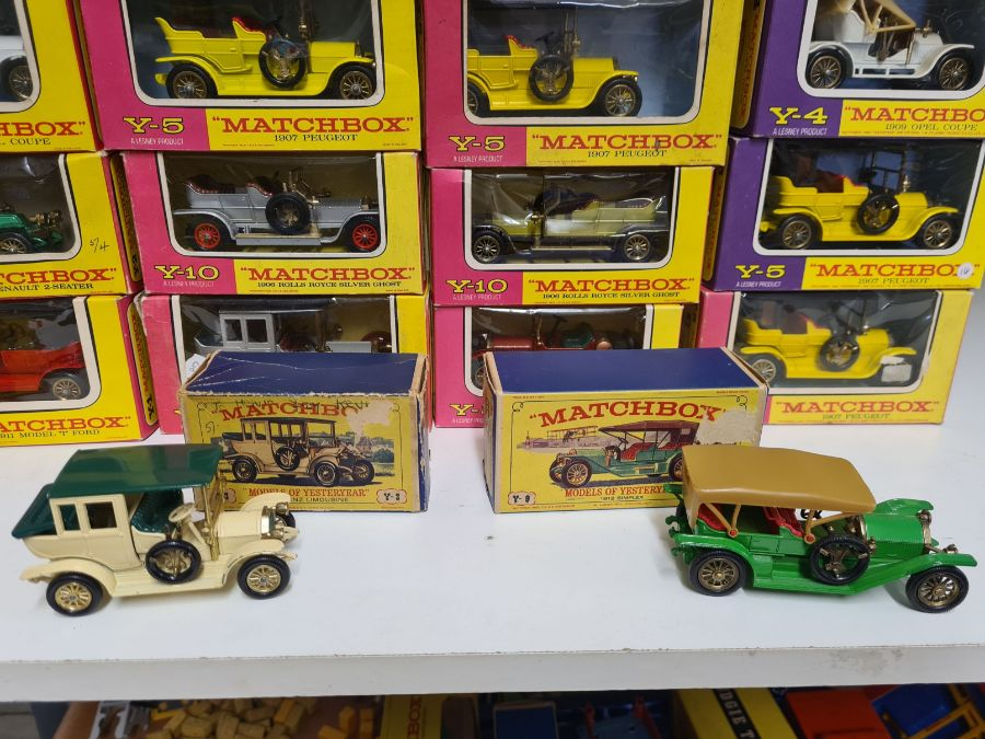 Tray lot of vintage Matchbox cars. - Image 4 of 4